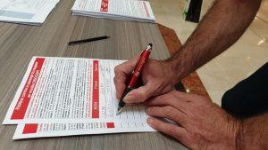 Action tractage et pétition contre le projet ESSENTIEL